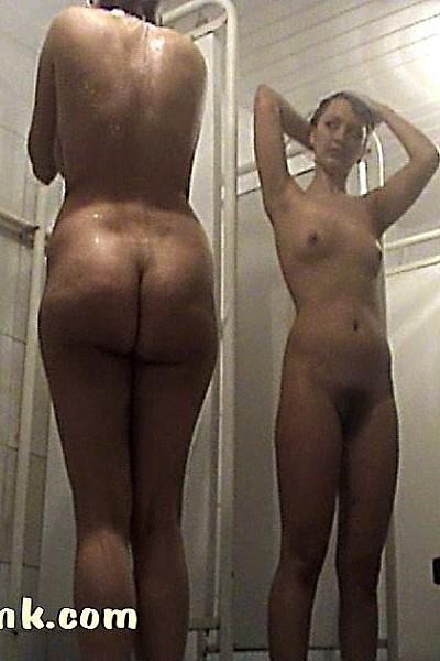 Скрытая камера в женской душевой